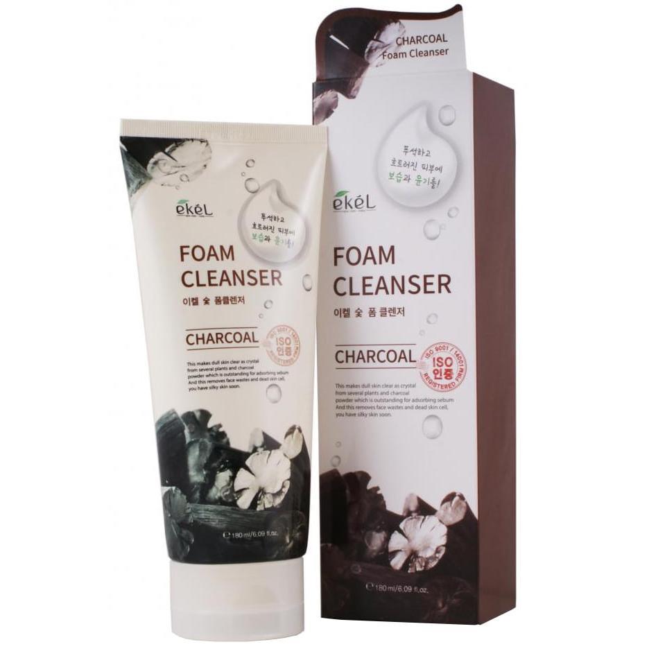 Пенка для умывания с древесным углём Ekel Charcoal Foam Cleanser фото